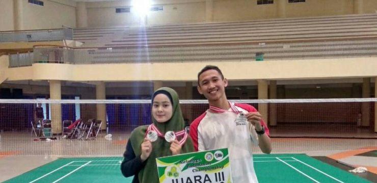 Mahasiswa Psikologi Bawa Pulang Dua Piala Airlangga Badminton Championship
