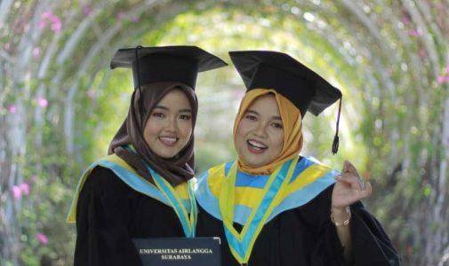 Unik! Ibu dan Putrinya Lulus Bersama dari Fakultas Psikologi Universitas Airlangga